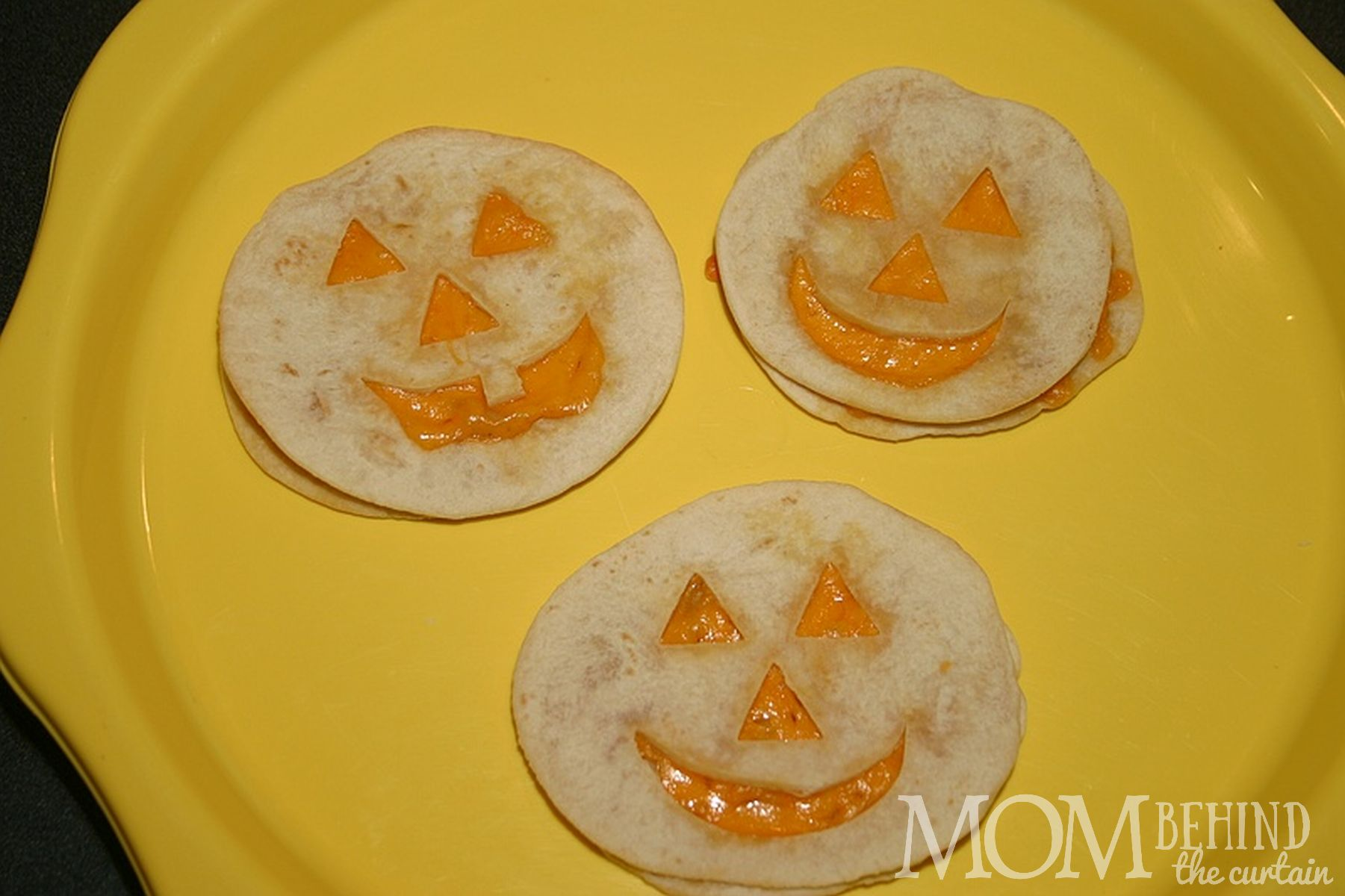 pumpkin face quessadillas - Halloween Party Food - ideas for kids party that are easy. And sometimes healthy! Okay, is anything really healthy besides kale? These are at least healthier than the candy that's - let's face it - going to be consumed in massive quantities!
