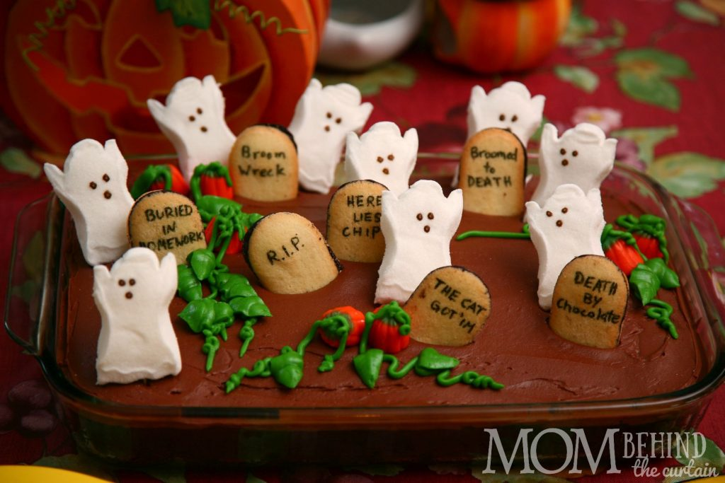 This Halloween cake is super easy to make! You can start from scratch, or use baking mixes. It's so cute that it also makes a great centerpiece!