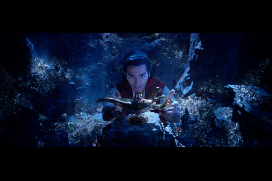 Aladdin finds the Genie lamp in the Cave of Wonders, Disney's Aladdin 2019, #Aladdin