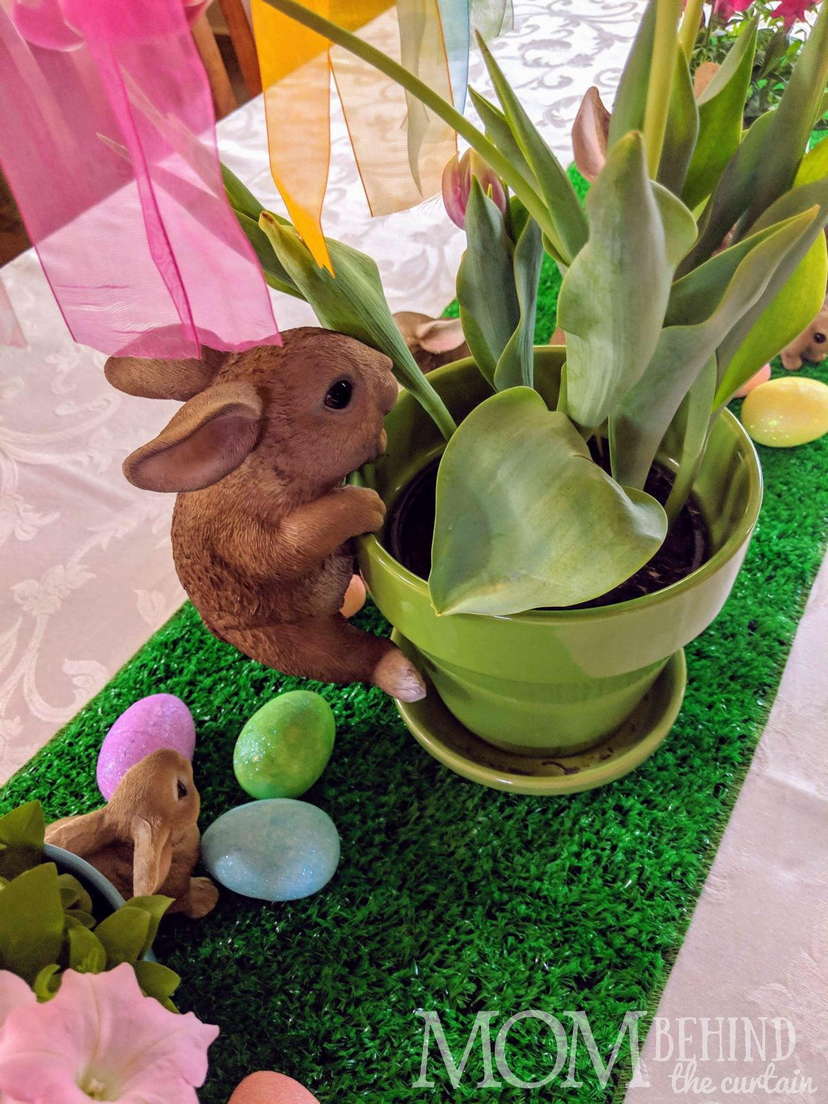 Easter bunny table decorating