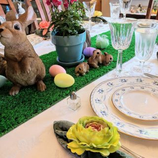 Easter table place setting - Need an fun DIY centerpiece idea to make your Easter table festive? How about one you can use year after year? One that will become a treasured Easter tradition for your kids?
