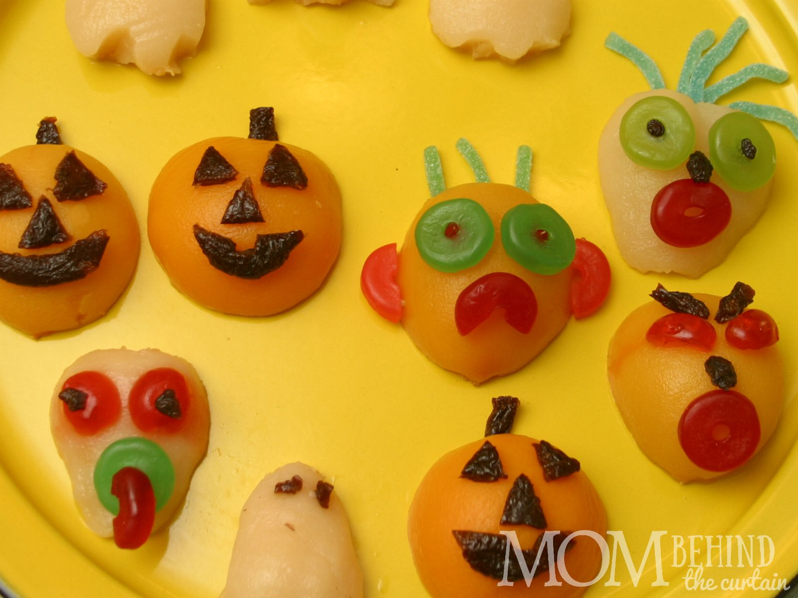 Halloween fruit tray - my kids love eating this fruit decorated like little goblins. The ghosts and ghosts are 100% fruit. My kids really have fun helping decorate the monster faces. There's a trick to getting all the face pieces to stick!